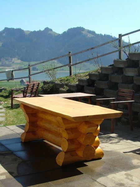 tisch aus rundholz daniel graf holzbau. Black Bedroom Furniture Sets. Home Design Ideas